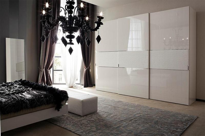 Білі шафи купе в спальню